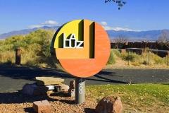 La Luz entrance sign
